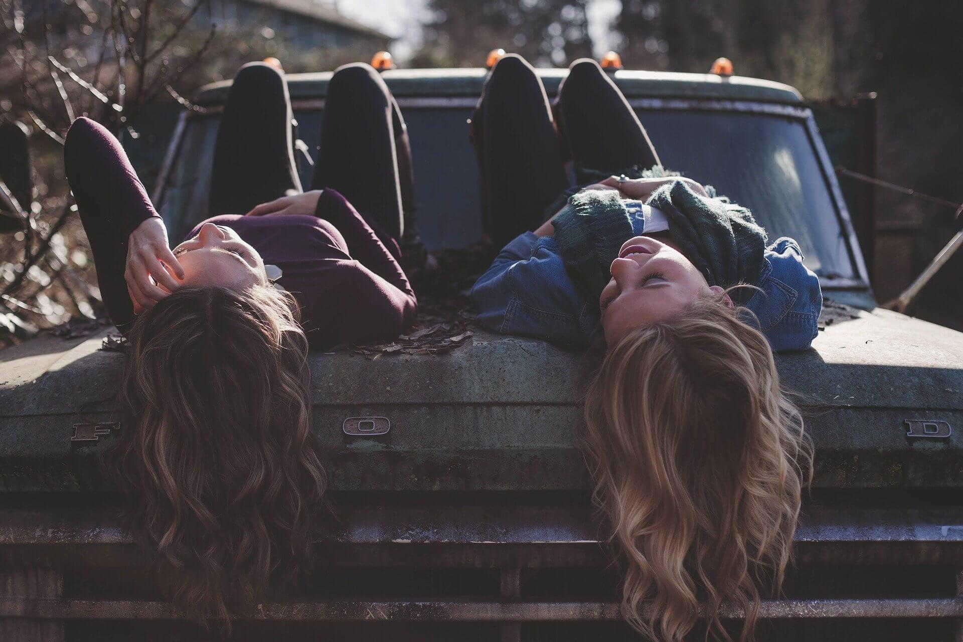 αυτοκίνητα-νέοι-φοιτητές